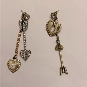 Betsey Johnson super cute earrings!!